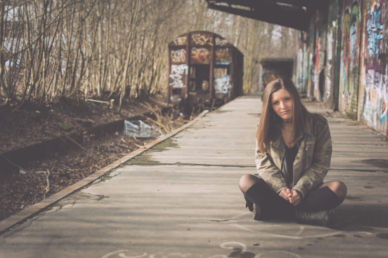 Alter Bahnhof Lost Places Fotografie mit Model in Witten