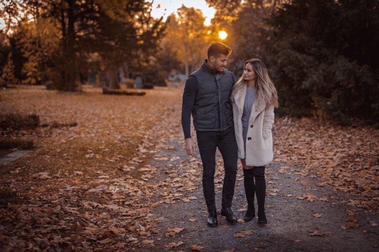 Fotoshooting mit Paar beim Herbstspaziergang in Witten
