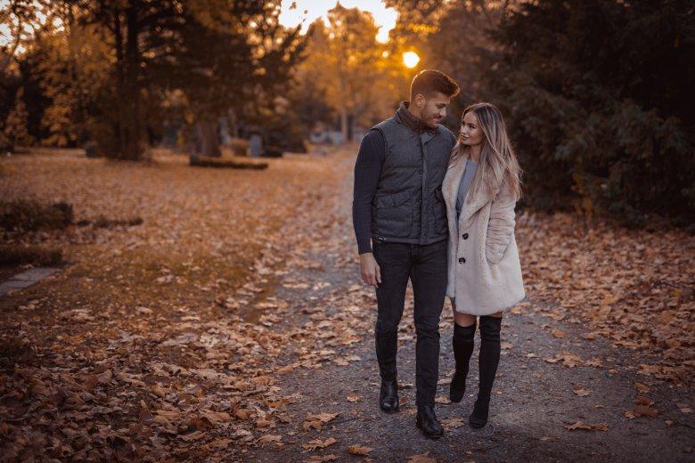 Fotoshooting in Witten von Paar beim Herbstspaziergang